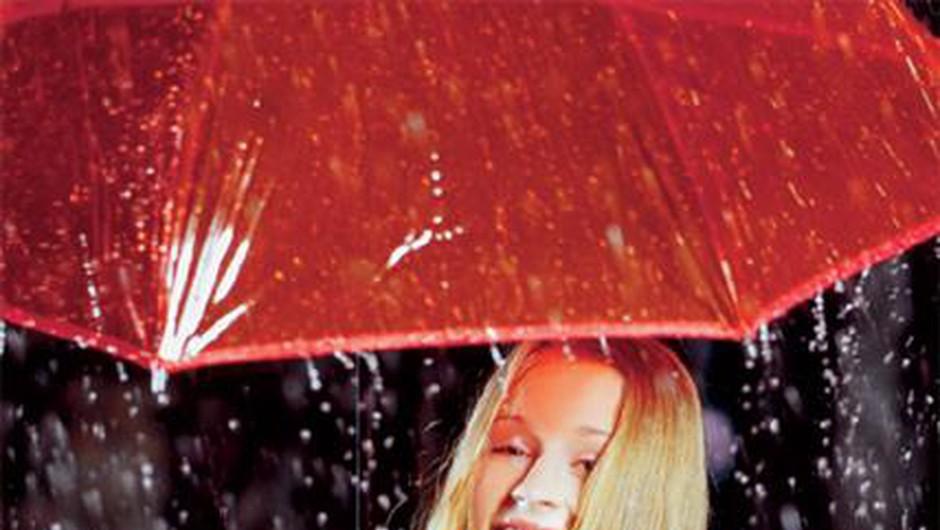 … in na koncu prstov čutim dež,