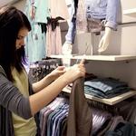 Nato se je začel boj: deset minut za novopečene stilistke res ni bilo veliko! (foto: Cosmopolitan april 2011)