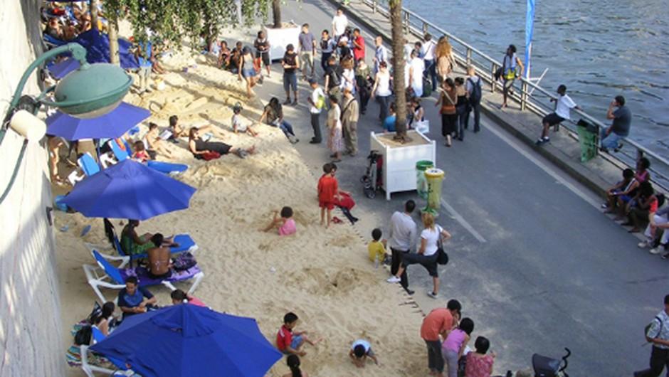 Idejo o mestni plaži v središču francoske prestolnice so oživeli leta 2002. (foto: flickr.com)