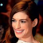 Anne Hathaway: Z nasmehom govori o svojem razpoloženju. (foto: Profimedia.si, Sašo Radej, Mimi Antolovič)