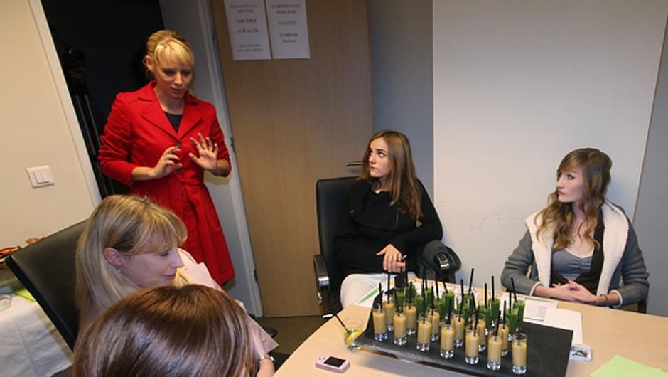 Tina Deu, urednica, je pozdravila udeležence delavnice. (foto: promocijski)