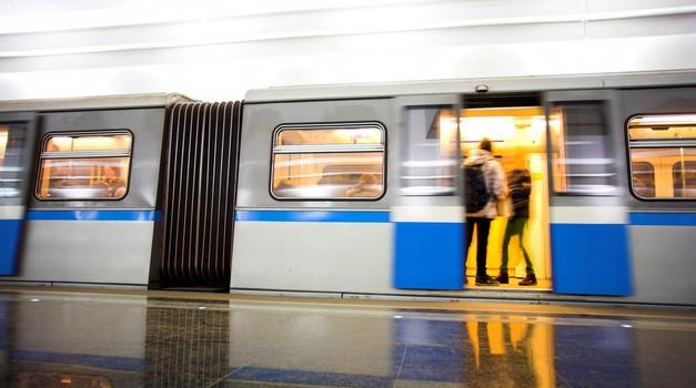 Viralni youtube hit: Romantika na londonski podzemni (foto: shutterstock)