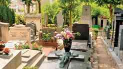 Pokopališki turizem: Kje počivajo slavne duše?