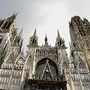Slavna gotska katedrala v Rouenu v Normandiji, kjer so leta 1431 na grmadi zažgali Devic Orleansko.