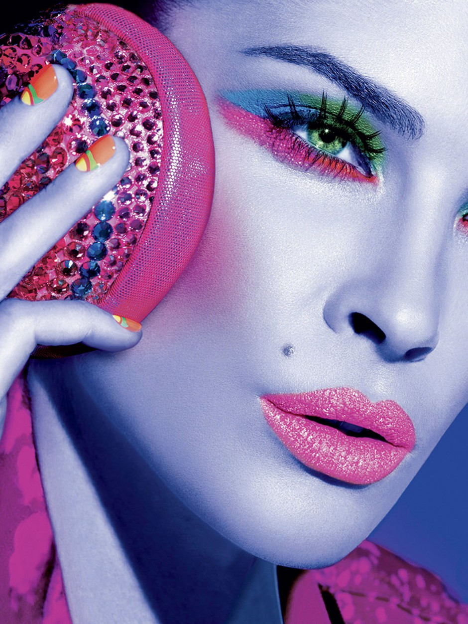 Bledo vijoličasta in druge 'sladkorne' barve se prelivajo v nežnih spomladanskih make-upih. (foto: All–about–fashion, arhiv proizvajalcev)