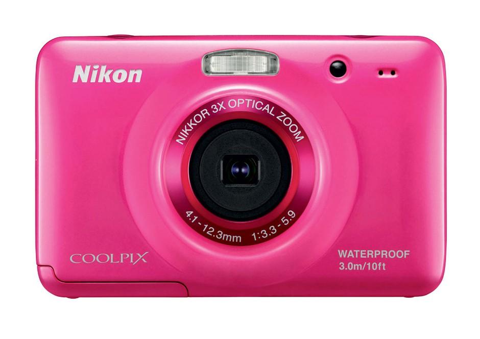 Šarmer na  vsakem koraku: Vodoodporni fotoaparat, Nikon Coolpix S30 (109 €)  (foto: arhiv proizvajalcev)