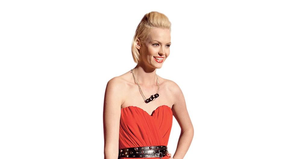 Tjaša Kokalj: Tjašina dolga rdeča obleka je z rokerskimi dodatki poskrbela za super videz. (foto: Zaklop.com, Adriamedia arhiv)
