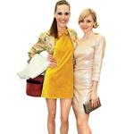 Ula Furlan in Katarina Čas: Ula je celoten videz odlično dopolnila z rdečo torbico in suknjičem s cvetličnim motivom. (foto: Zaklop.com, Adriamedia arhiv)