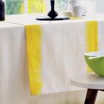 Prikupen dizajn sobe lahko ustvariš tudi z rumenimi poudarki, na primer zavesami, preprogo, svetilkami, okrasnimi elementi …
