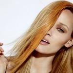 V svojih laseh ustvari nekaj oranžnih pramenov. (foto: Jamie Nelson)