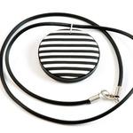 Izdelovalka nakita, ki so jo začarali črna in bela (foto: osebni arhiv K8 dizajn)