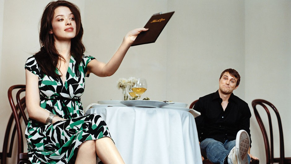 Kdo naj po prvi romantični večerji plača račun? (foto: Tamara Schlesinger, Petra Arula)