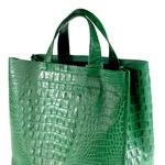 Obožujem zeleno Furlino torbico, saj je ravno prav klasična in športna, pa še barva pristaja vsakemu stajlingu. (foto: Helena Kermelj, Alex Štokelj)