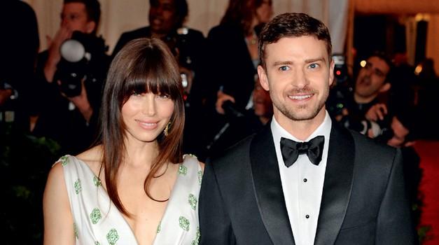 Justin Timberlake in Jessica Biel se bosta vendarle poročila (foto: Story Press)