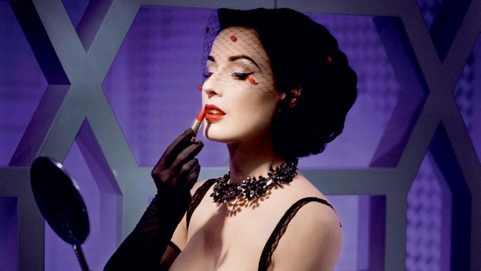 Dita Von Teese: Več kot le običajna striptizeta (foto: story press)