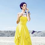 Rumena obleka predstavlja sonce, enega od petih osnovnih elementov kolekcije. (foto: Lea)