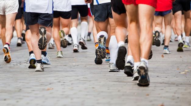Izkušnja rekreativnega tekača pri pripravah na maraton v knjigi (foto: shutterstock)
