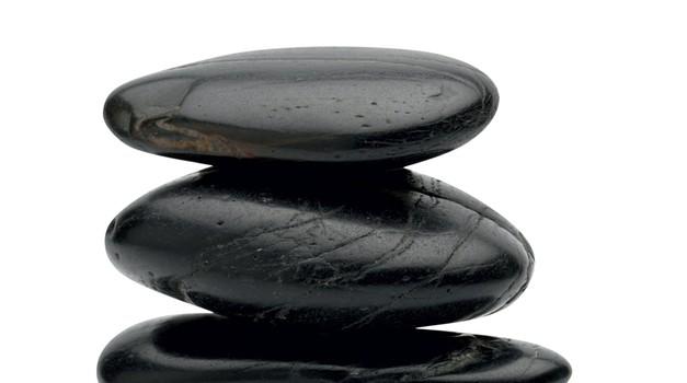 Masaža s kamni (tudi tisti z dopusta bodo dobri) (foto: Shutterstock)