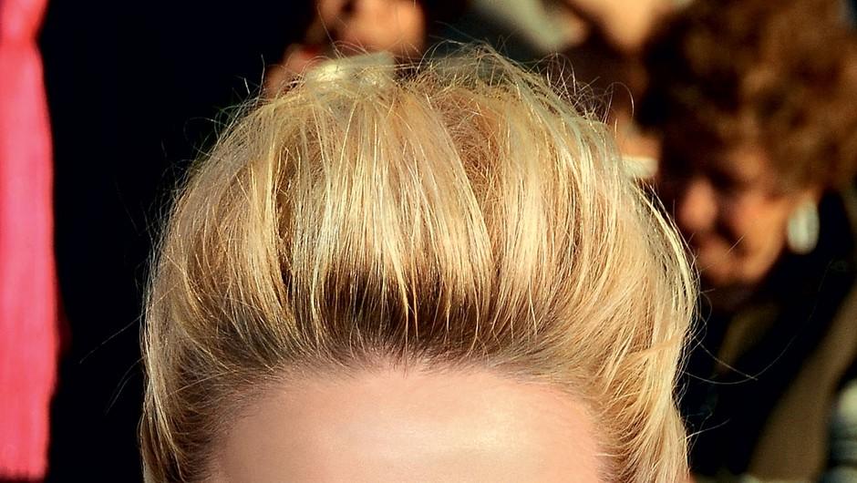 Amber Heard že   prakticira   zadimljene oči   v toplih tonih in   z mačjo obliko.  (foto: Stuart Mckenzie/Eyecandy.co.ok)
