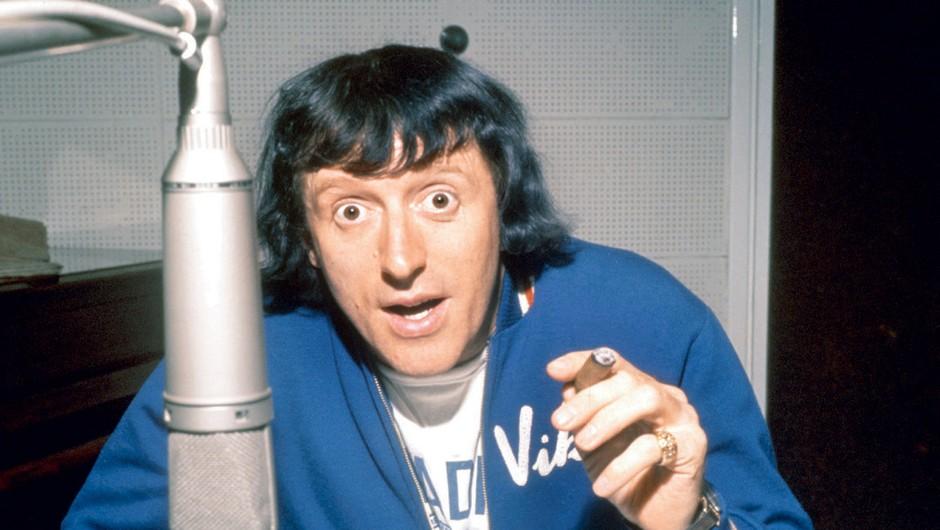 Pokojni Jimmy je vodil priljubljeno oddajo Top of the Pops, ki jo že od šestdesetih let predvajajo na BBC-ju. (foto: Lea Press)