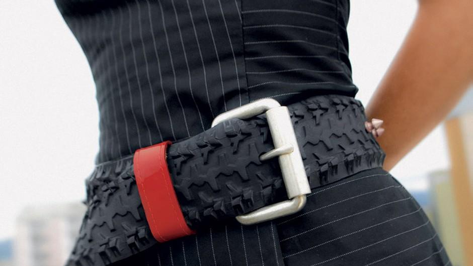 Urška Pirc, ki ustvarja pod blagovno znamko Črna Z-račka (www.facebook.com/crna.zracka), navdušuje z izdelki iz odsluženih zračnic. Izpod njenih spretnih prstov nastajajo torbice, pasovi, denarnice, drobižnice in drugi galanterijski izdelki, ki navdušujejo zaradi drugačnosti. Cene izdelkov se gibljejo od 15 do 150 EUR. (foto: arhiv ustvarjalcev)