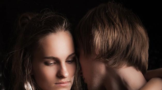 Zakaj se lepa dekleta zaljubljajo v barabe in zakaj se dobrih fantov (in deklet) drži smola? (foto: shutterstock)