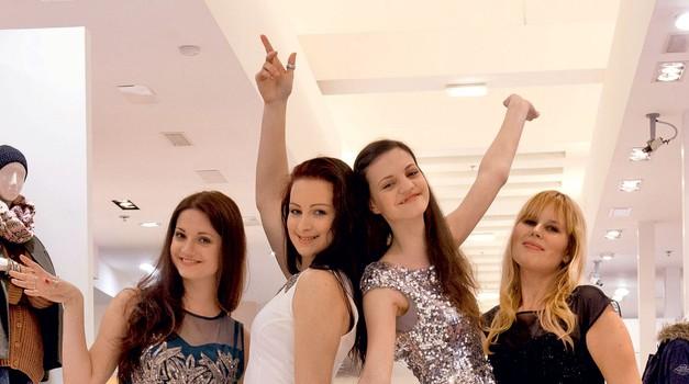 Popolna preobrazba – dekleta so bila z novim videzom zelo zadovoljna.  (foto: Alex Štokelj)