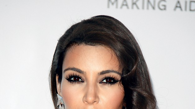 Tokrat je Kim Kardashian močneje poudarila ustnice ... in všeč nam je. (foto: Promocijsko gradivo, Stuart Mckenzie)