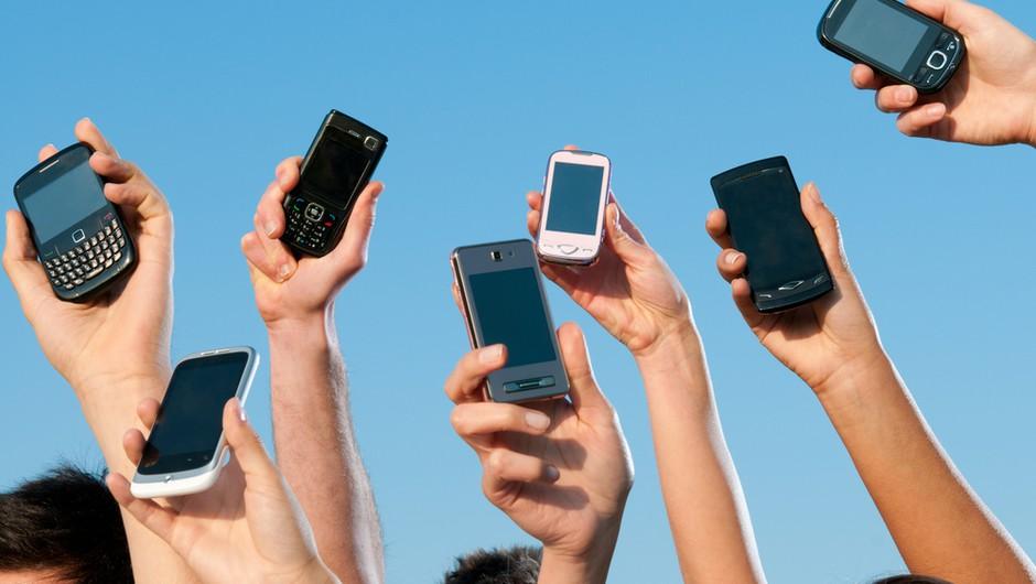 Starši bi uporabo mobilnikov v šoli prepovedali! (foto: shutterstock)
