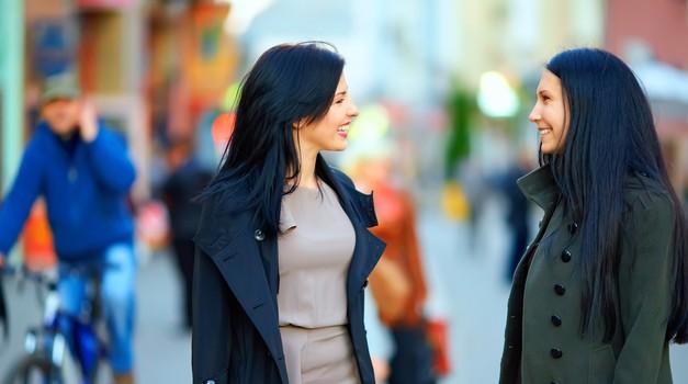 Raziskave kažejo, da so ženske z razlogom klepetulje (foto: shutterstock)