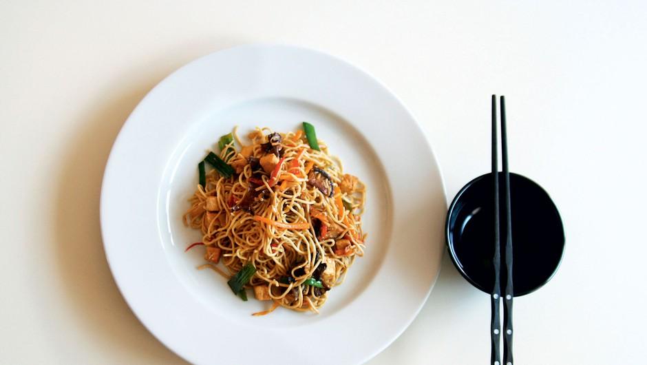 Cosmo kuharica: Kitajski rezanci s tofujem (foto: Profimedia)