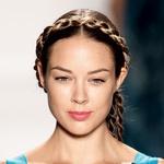 Trend spomladanskih frizur: kitke in zvitke! (foto: Shutterstock, All-about-fashion)