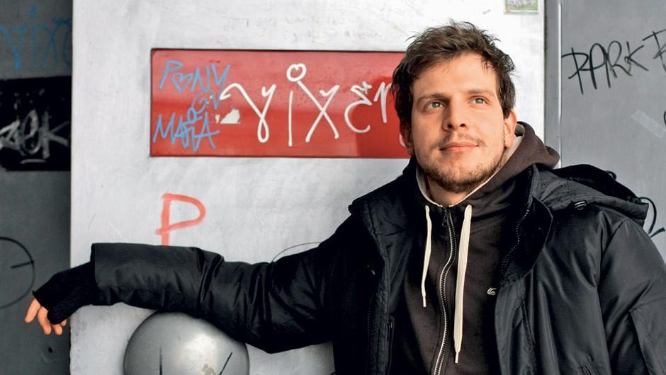 Že se lahko pohvali z Borštnikovo in Severjevo nagrado, po novem pa tudi z nagrado Združenja dramskih umetnikov.   (foto: Grega Gulin in Peter Uhan/SNG Drama Ljubljana)