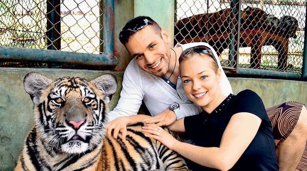 Na območju severne prestolnice Chiang Mai naju je navdušil živalski vrt s tigri. (foto: Osebni arhiv)