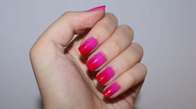 Poskusi z udarno barvno kombinacijo, kot sta rdeča in roza. (foto: Živa Gedei)