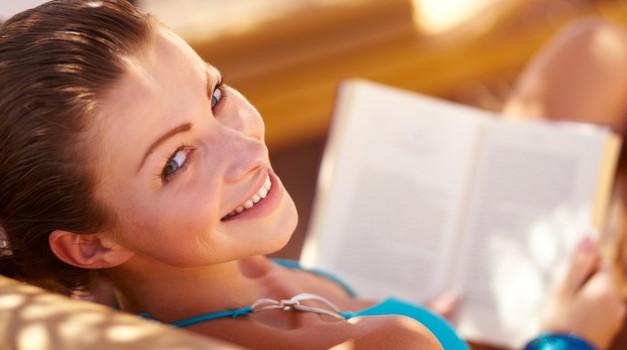 Žepne knjige, ki jih boš rada brala na plaži! (foto: shutterstock)