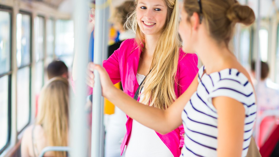 Pazi na jezik - tudi na avtobusu (foto: shutterstock)