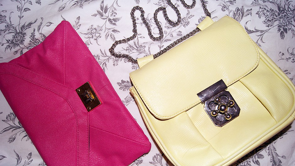 Te zanima, kaj se skriva v mojih torbicah? (foto: Živa Gedei)