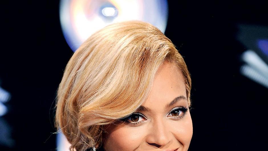 Beyoncé je naravno barvo pustila na konicah, posvetlila pa je zgornjo polovico las. (foto: Shutterstock, profimedia)
