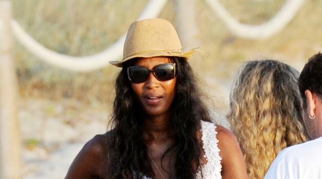 Dopustniški stil Naomi Campbell (foto: profimedia)