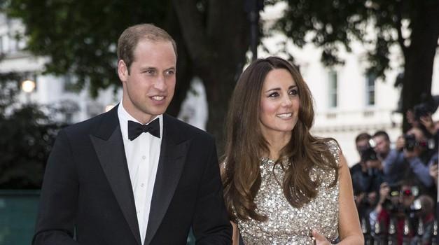 Kate Middleton blestela na rdeči preprogi (foto: Profimedia)
