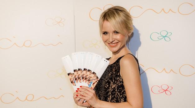 Danijela Martinović, priznana hrvaška glasbenica, regionalna ambasadorka znamke Cruciani in obraz nove posebne linije zapestnic Cruciani (foto: promocijsko)