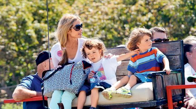 Denise pravi, da se  štiriletna dvojčka  Max in Bob znašata  nad njenimi  hčerkami in psi,  zato jima noče biti  več 'nadomestna  mati'.  (foto: Profimedia)