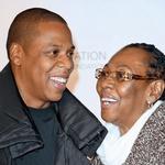 Njega, njegovi sestri in brata je vzgajala mama Gloria Carter, oče pa je družino zapustil, ko je bil Jay-Z še zelo majhen.  (foto: Profimedia)