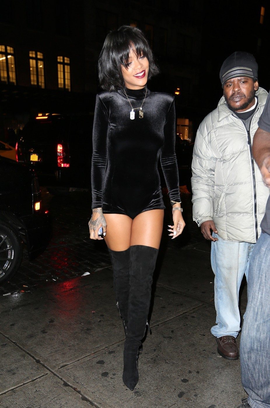 Rihanna v žametu (foto: profimedia)