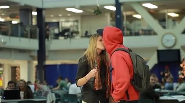 Včasih poljub ni samo poljub (foto: Prank vs Prank)
