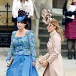 Princesa ni nikoli slovela po dobrem stilu oblačenja. S sestro sta bili na poroki bratranca Williama res kar malce smešni. (foto: Profimedia)