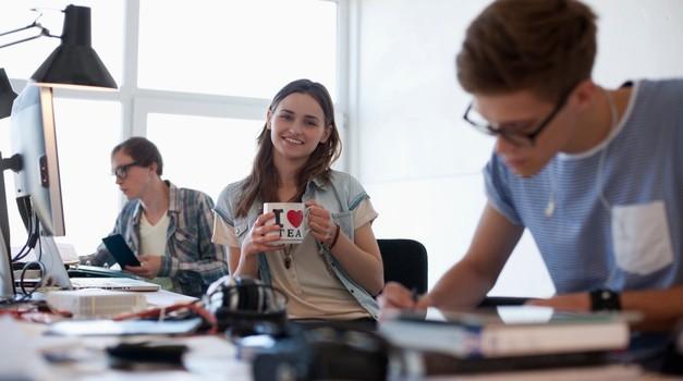 Mladi podjetniki pridobili nov coworking prostor za delo in rast (foto: profimedia)