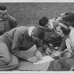 Leni z ameriškimi atleti med snemanjem filma z olimpijskih iger v Berlinu, 1936 (foto: profimedia)