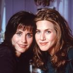 'Prijateljici' Courtney Cox & Jennifer Aniston, leto 1995 (foto: profimedia)
